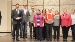 Kirchenpräsident Jung mit eBBES Redatkion. Foto: EKHN